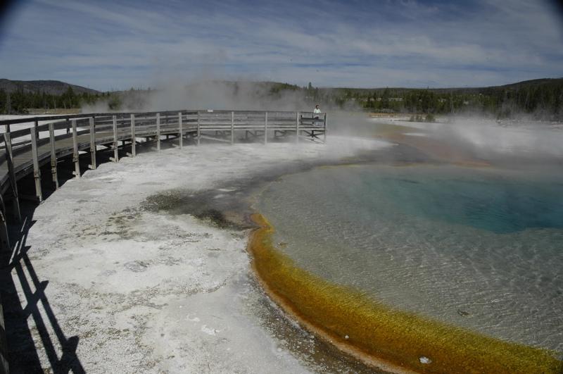 yellowstone-blue-orange-pool.jpg