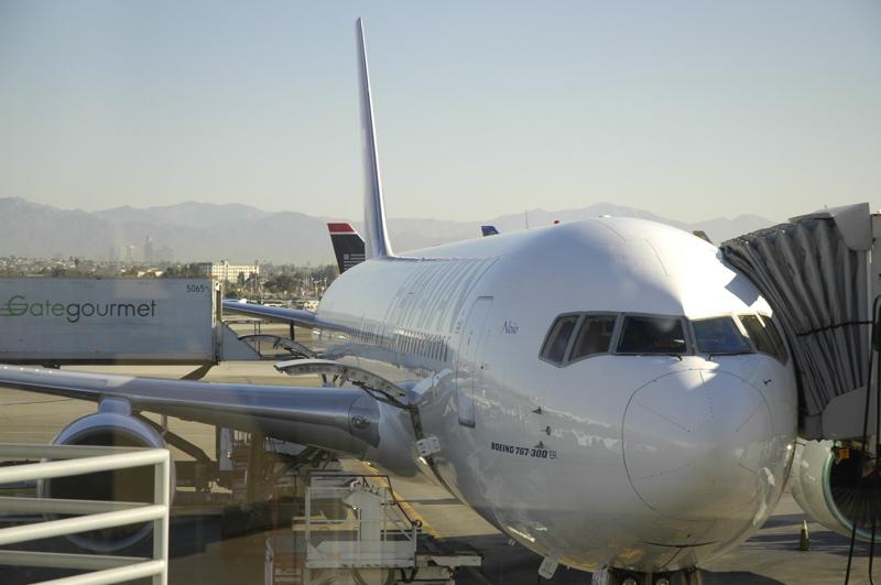 lax-767-300-er.jpg