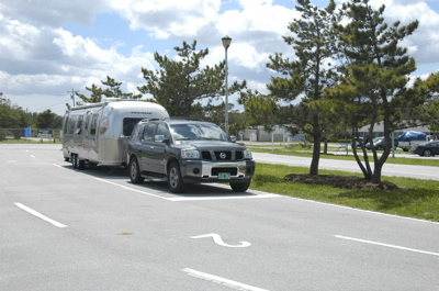 cedar-isl-nc-airstream-waiting.jpg