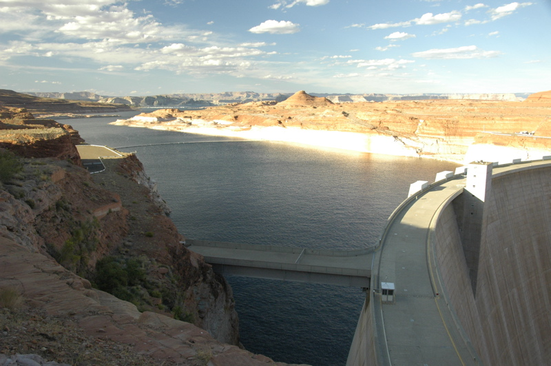 glen-canyon-dam-lake.jpg