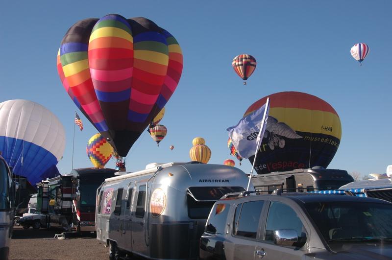 abq-balloons-landing3.jpg